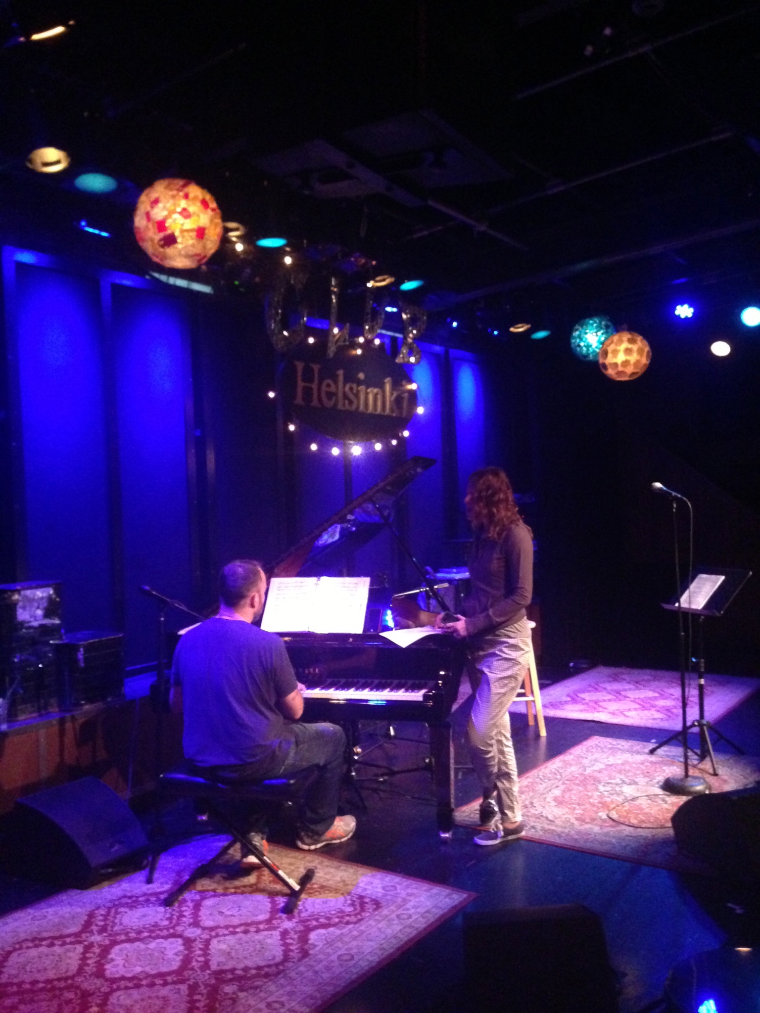 pre-show soundcheck and rehearsal with Sandra at Helsinki Hudson. Aug 30, 2013
